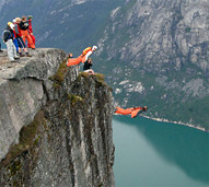wingsuit_flying_off_a_cliff-r_191.jpg